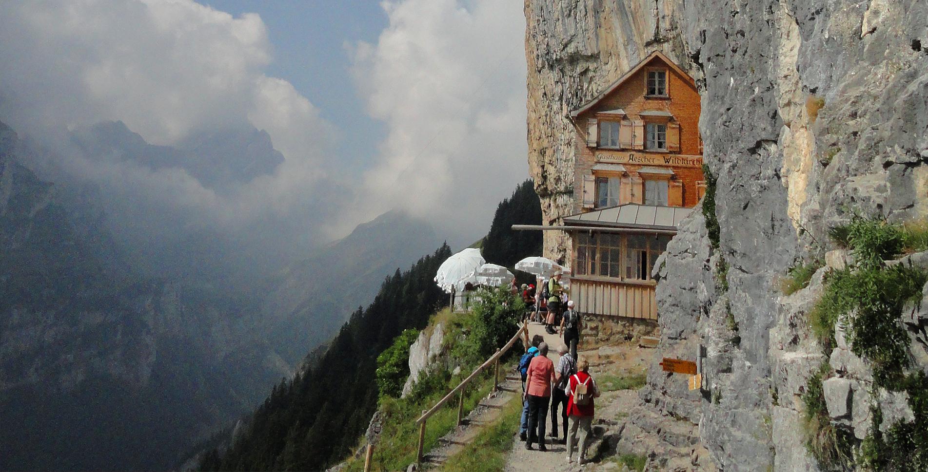 Wanderung im Appenzell: Äscher-Wildkirchli – Seealpsee