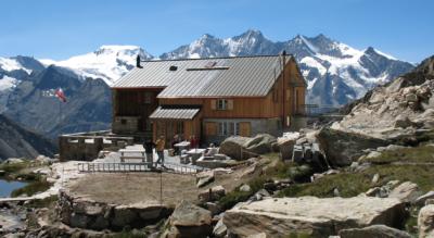 Aussichtsreiche Wanderung von Saas-Almagell auf dem Allmageller Höhenweg zur Almagelleralp und zur Almagellerhütte nach Kreuzboden bei Saas-Grund