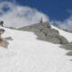 Vorsicht Altschnee! Schnee und Eis kann bis in den Sommer liegen bleiben. Heimtückische Schneefelder auf Bergwanderungen sind besonders gefährlich. Ein Ausrutscher kann unter Umständen nicht gebremst werden und tödlich enden.