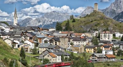 Wanderung von Dorf zu Dorf im Unterengadin: Lavin – Guarda – Ftan