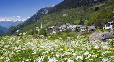 5. Etappe der Wanderung auf der Via Sett im Bergell / Val Bregaglia von Vicosoprano via Stampa, Promontogno, Castasegna nach Chiavenna, Italien