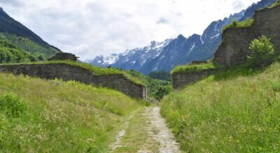Wanderung im Val Bregaglia / Bergell auf der ViaSett von Promontogno via Castelmur nach Stampa