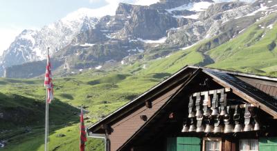 Wanderklassiker: Oeschinensee – Blüemlisalp – Bundalp – Griesalp