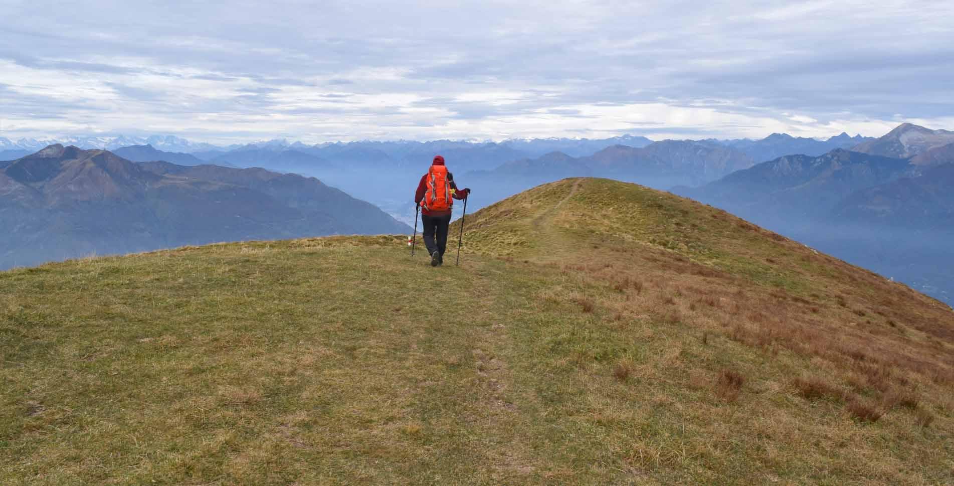 Wanderung auf den Monte Bar, 1814 m.ü.M., auf dem Sentiero del Monte Bar von Corticiasca via Capanna Monte Bar, Monte Bar, Caval Drossa, Motto della Croce, Alpe Rompiago nach Bidogno
