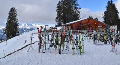 Schneeschuhtour auf dem Hochplateau von Grüsch Danusa (Schwänzelegg), wo es auf dem markierten Schneeschuh-Trail auf die Rundtour geht