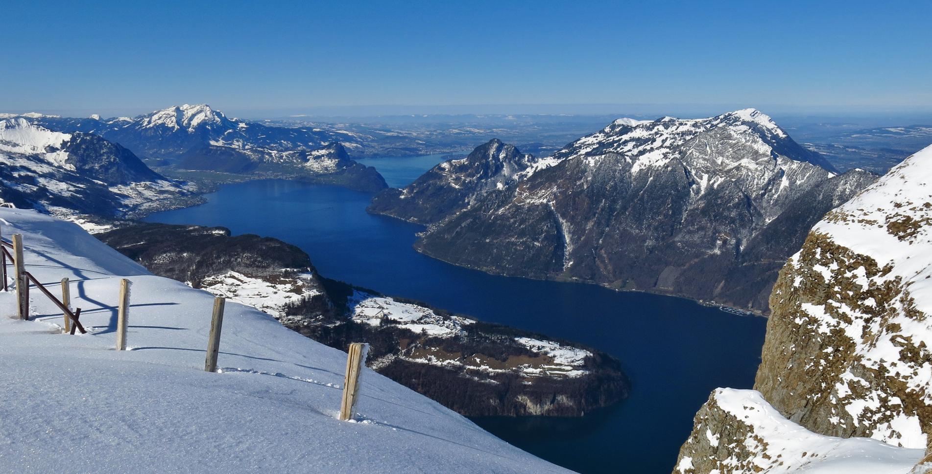 Die 10 schönsten Winterwanderungen in der Schweiz wie zum Besipel die Winterwanderung auf dem Stoos Fronalpstock