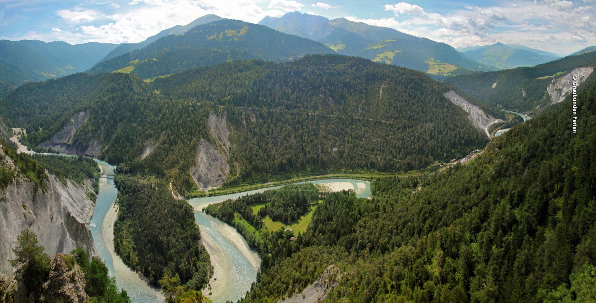 Wanderung von Flims Waldhaus via Caumasee (Lag la Cauma), Conn, Aussichtsplattform Il Spir mit Blick in die Rheinschlucht (Ruinaulta), Crestasee (Lag la Cresta) nach Trin Mulin