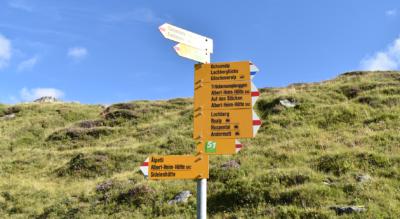Wanderung auf dem Urschner Höhenweg / Furka Höhenweg im Urserental von Tiefenbach (Furka), Furkapass, via Lochberg, Blauseeli, Trübsee, Lutersee, Rossmettlen, Hospental nach Andermatt