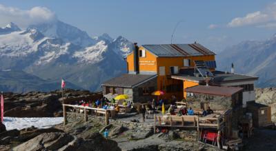 Wanderung vom Trockener Steg, oberhalb Zermatt, zur Gandegghütte am Theodulgletscher mit Abstieg über Furgg nach Furi