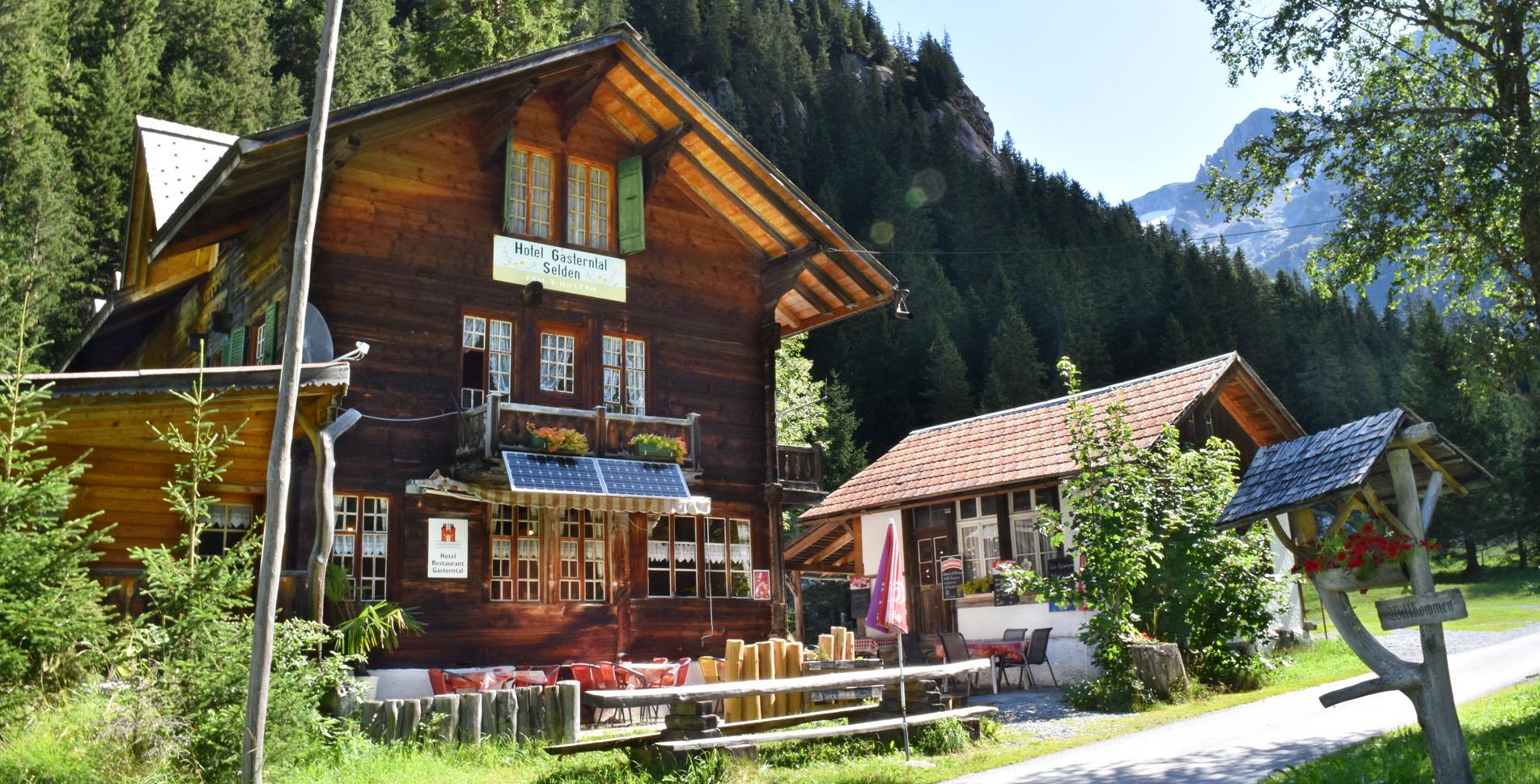 Wanderung durch das Gasterntal vom Gasthof Gasterntal Selden an der Kander entlang via Hotel Steinbock, Gastereholz, Berghotel Waldhaus nach Kandersteg Sunnbüel