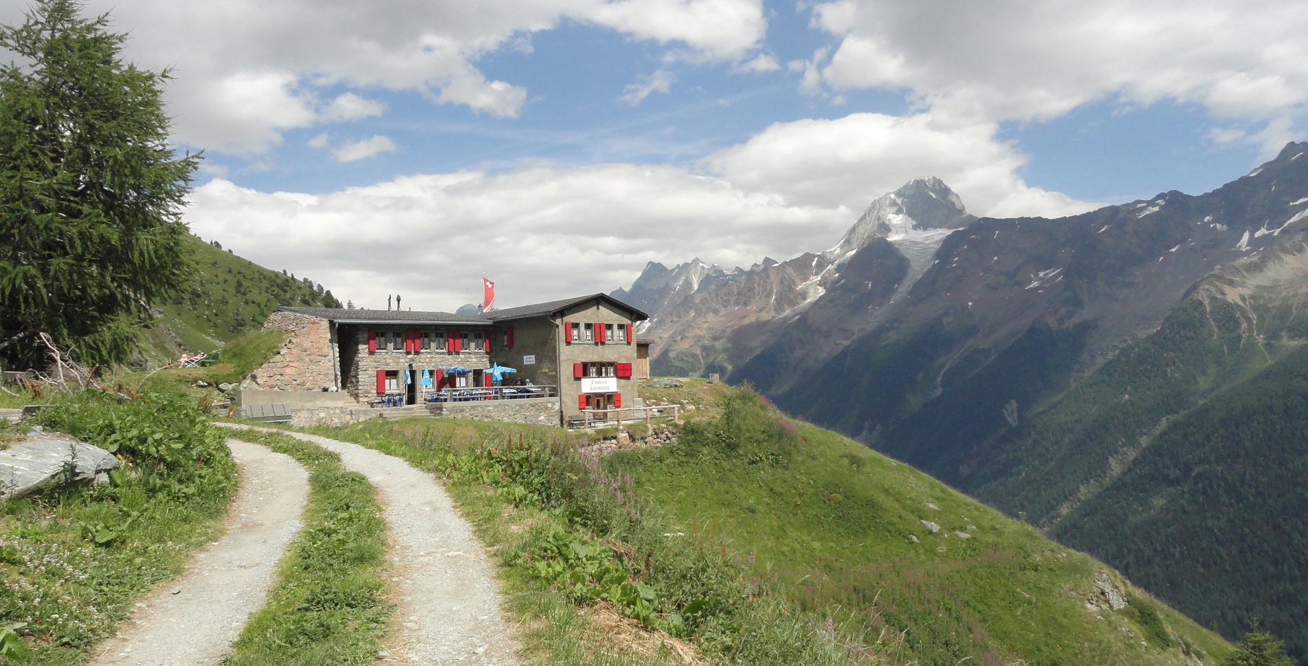 Wanderung von der Rinderhütte oberhalb Leukerbad auf dem Panoramaweg via Wysse See, Restipass, Restialp zur Kummenalp im Lötschental und weiter via Stierstutz auf den Lötschepass / Lötschenpass und zur Lötschehütte / Lötschenhütte und weiter auf dem Lötschberg-Panoramaweg auf den Lötschegletscher / Lötschengletscher und via Balme, Gfelalp nach Selden im Gasterntal / Gasterental