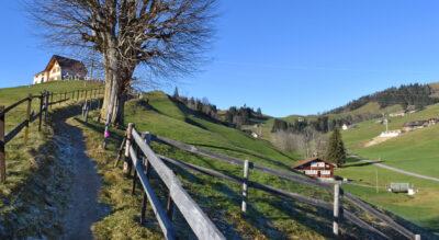 Wanderung von Gonten im Appenzell auf die Hundwiler Höhi und hinab zur Zürchersmühle