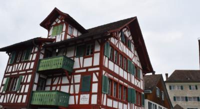 Wanderung von Grüningen im Zürcher Oberland zum Botanischen Garten und zum Lützelsee mit der Stochensiedlung und weiter via Hombrechtikon nach Feldbach