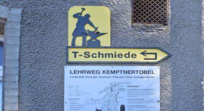 Wanderung von Kempten nach Bäretswil durch das Kemptnertobel / Chämtnertobel auf dem Industrielehrpfad Züri Oberland (Zürcher Oberland) mit zahlreichen Feuerstellen auf dem Weg
