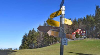 Wanderung von Kaien im Appenzellerland, nähe Heiden, hinauf zum Kaienspitz,1121 m.ü.M., und weiter via Grub zum Fünfländerblick, 898 m.ü.M., mit Ziel in Rorschach am Bodensee.