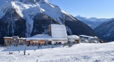Winterwanderung im Lötschental, Wallis, von der Lauchernalp nach Kippel mit der Möglichkeit auch hinunter zu schlitteln (Schlittelweg / Schlittelbahn)