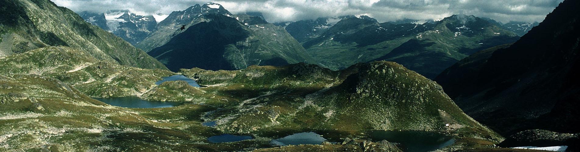 Wandern im idyllischen Val Müstair / Münstertal. Es warten der Schweizerische Nationalpark, herrliche Aussichten, duftende Arvenwälder, malerische Dörfer und vieles mehr! Ein Paradies für Wanderungen!