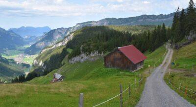 Rundwanderung auf dem Urwaldweg Bödmeren im Muotathal am Pragelpass durch den Bödmerenwald