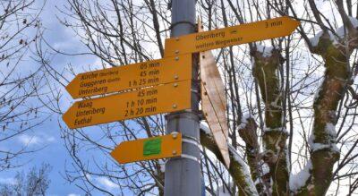 Winterwanderung von Oberiberg im Kanton Schwyz zum Aussichtspunkt Guggeren Grotte mit der Lourdesgrotte