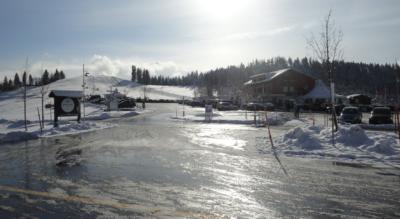 Schneeschuhtour vom Raten auf den Gottschalkenberg und zum Aussichtspunkt Bellevue und wieder zurück auf den Raten auf dem höchstgelegenen Schneeschuhtrail des Kantons Zug