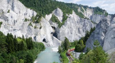 Wanderung in die Rheinschlucht von Films Waldhaus via Caumasee, Conn nach Versam-Safien