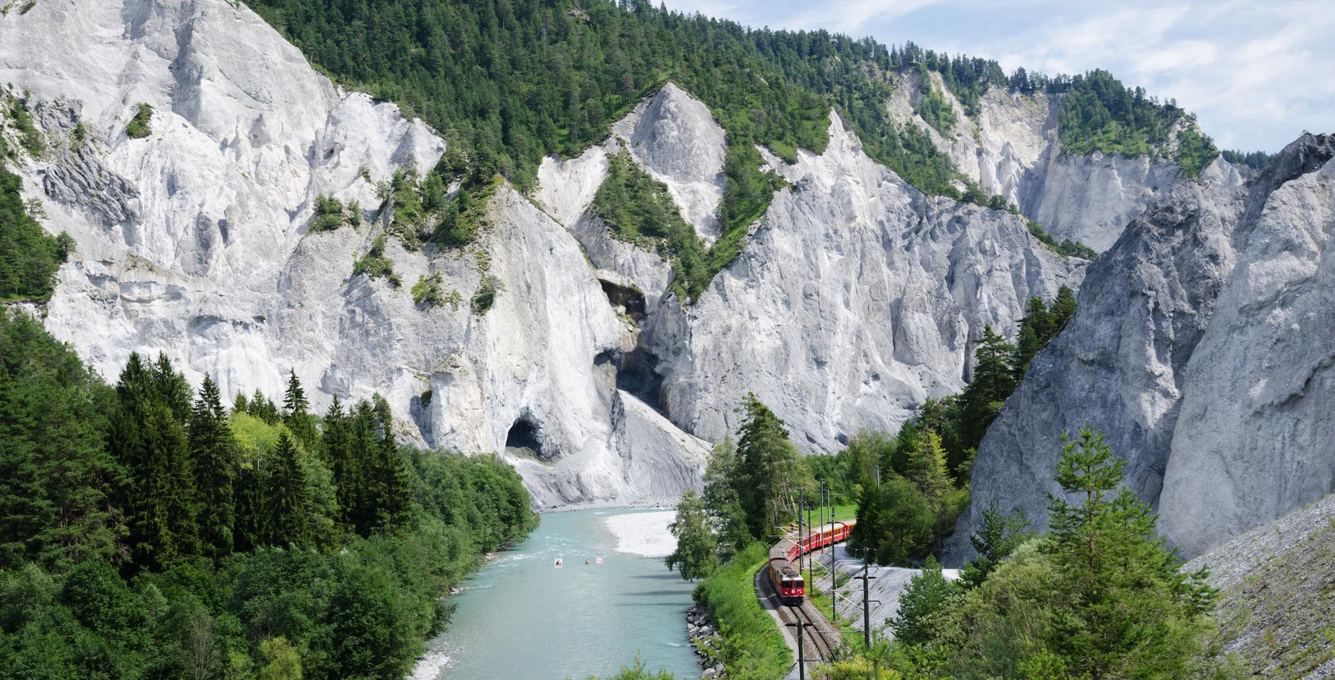 Wanderung in der Rheinschlucht von Films via Caumasee, Conn nach Versam-Safien
