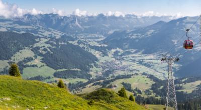 Wanderung vom Rinderberg, oberhalb Zweisimmen, auf dem Panoramaweg via Parwengesattel, Parwenge, Uf de Chessle, Hotel Hornfluh zum Horneggli, Schönried