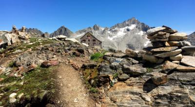 Wanderung vom Gotthard (Airolo, Galleria Banchi) ins Bedrettotal über den Passo di Cavanna, den Hüenersattel zur Rotondohütte und durch das Witenwasserental nach Realp im Urserental
