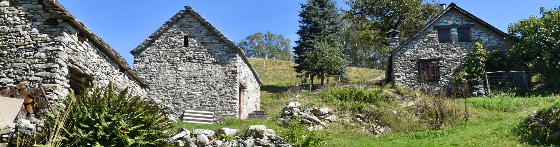 Ferien, und Wanderferien im Besonderen, in der Schweiz – ob Alphütte, Maiensäss, Rustico, Wanderhotel, Ferienwohnung, Ferienhaus, BnB, Ferien auf dem Bauernhof, Schlafen im Stroh, Chalet oder gar Ferien im Baudenkmal mit oder ohne Service: Die Schweiz ist reich an Naturschönheiten und Kulturen – es gibt viel zu entdecken! Ab in die Ferien!