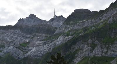 Wanderung auf dem Ofenloch Weg durch den NaturErlebnispark Schwägalp Säntis von der Schwägalp Passhöhe unterhalb des Säntis im Appenzellerland via Chräzerenpass, Horn, Neuwald, Ofenloch, Ellbogen, Hinterfallenkopf, Ober Schirlet, Hintere und Vordere Chlosteralp, Gössigen, Brüggli, Risi nach Ennetbühl mit Ausblicken auf das Neckertal und Toggenburg
