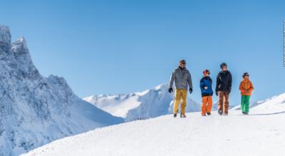 Winterwanderung hoch über Savognin auf dem Panorama-Höhenwanderweg von Somtgant, via Alp Naladas, Tigia, Manziel, Malmigiucr nach Parsonz Tigignas