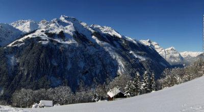 Schneeschuhtour in den Weissenbergen hoch über dem Glarner Sernftal