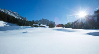 Schneeschuhtour am Fusse der Gastlosen auf dem Soldatenhaus Trail vom Musersbergli zum Soldatenhaus / Chalet du Soldat und weiter hinab nach Jaun mit der Möglichkeit auch hinunter zu schlitteln.