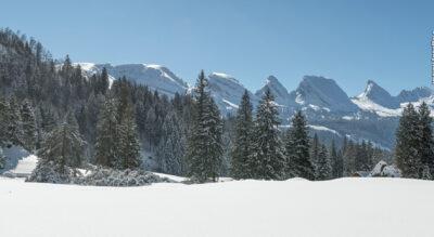 Schneeschuhtour im Toggenburg auf der Alp Sellamatt oberhalb von Alt St. Johann am Fusse der Churfirsten