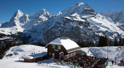 Schneeschuhtour von Mürren, oberhalb vom Lauterbrunnental (Stechelberg), auf dem Chänelegg Trail mit Blick auf Eiger, Mönch und Jungfrau mit Möglichkeit zum Schlitteln.