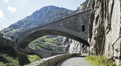 Wanderung von Andermatt durch die Schöllenschlucht / Schöllenen nach Göschenen via Teufelsbrücke und dem Suworow-Denkmal