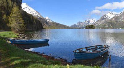 Wanderung von Sils Maria im Oberengadin am Silsersee entlang via Isola nach Maloja mit Abstecher hinauf zum Turm Belvedere und zu den Gletschertöpfen von Maloja