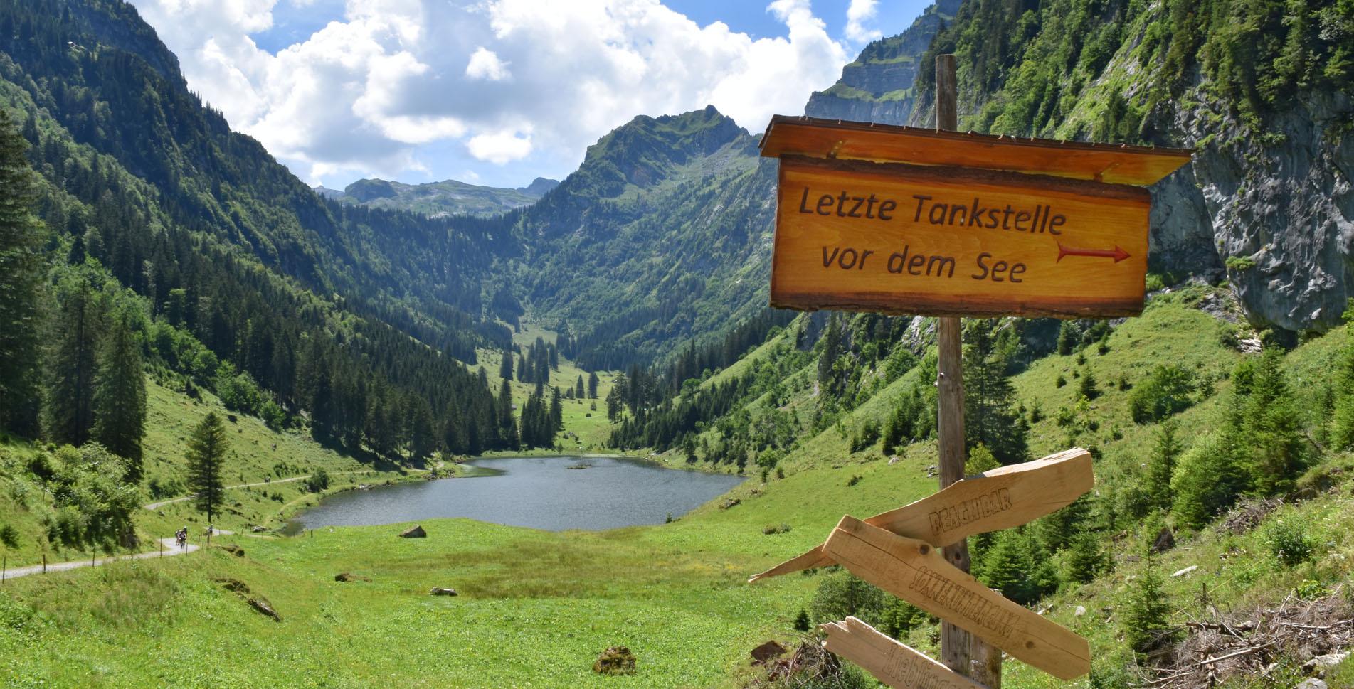 Wanderung auf dem Kerenzerberg, von Habergschwänd zum Talalpsee und hinab nach Filzbach