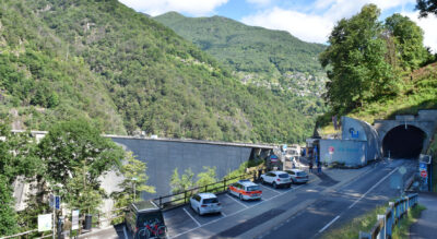 Wanderung im Verzascatal von Diga Verzasca, beim Verzasca-Staudamm, via Berzona, Sant Antonio nach Vogorno