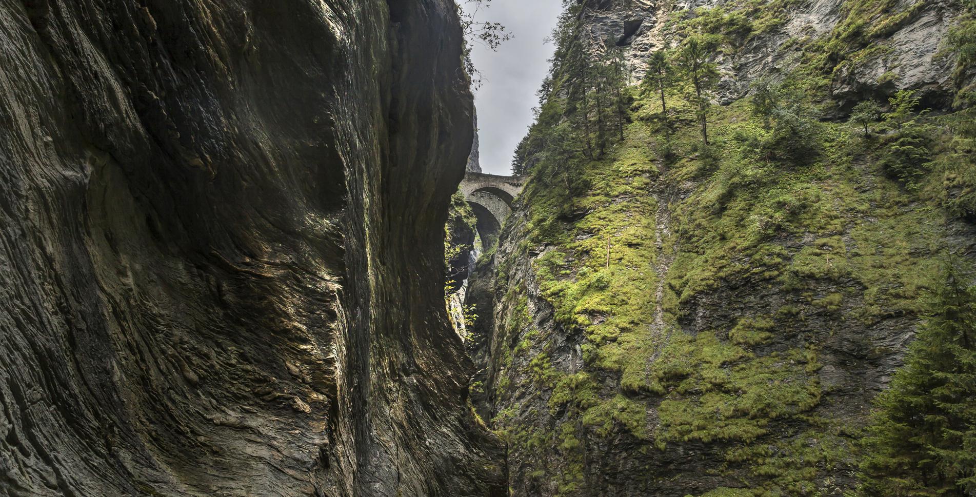 Wanderung von Thusis via Hohenrätien, Traversiner Tobel / Traversiner-Steg, zur Viamala / Viamala-Schlucht / Viamala Schlucht und über Punt da Suransuns, Davos Segn, Reichen nach Zillis