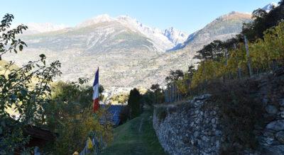 Wanderung im Vispertal von Visp via Hubel, Bächji, Rotgstei, Oberstalden, Chrizji nach Visperterminen auf dem Reblehrpfad und Tärbiner Kulturwäg
