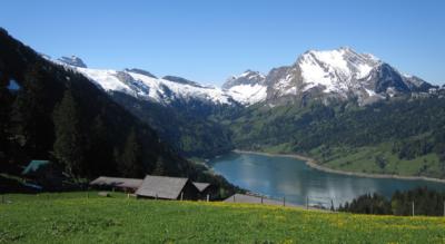 Wanderung von Innerthal via Heuboden, Schwarzenegg zur Bockmattlihütte über den Bockmattlipass auf den Bockmattlistock und zurück via Fällätschen nach Innerthal