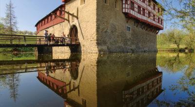 Wanderung auf dem Thurgauer PanoramawegvonAmriswil nachBischofszell. Highligts: Das Wasserschloss Hagenwil, Fährenfahrt über die Sitter und das Naturschutzried mit den fünf Hauptwiler Fischweihern.