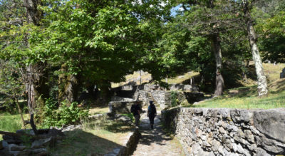 Wanderung zur Tibetischen Hängebrücke Carasc, Ponte Tibetano Carasc bei Bellinzona, von Curzútt via San Bernardo, San Defendente (Sementina), Fortini della Fame (Hungerburgen) nach Monte Carasso