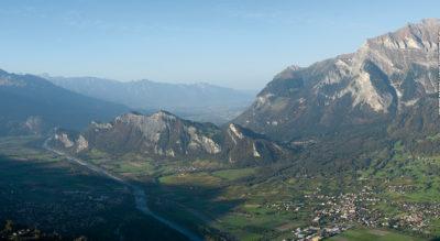 Wanderung durch die Bündner Herrschaft, im Bündner Rheintal, von Landquart via Malans, Jenins, Heididorf nach Fläsch