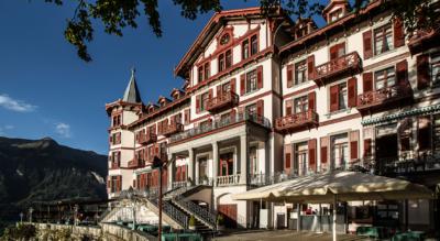 Wanderung am Brienzersee entlang von Iseltwald zu den Giessbachfällen und zum Grandhotel Giessbach