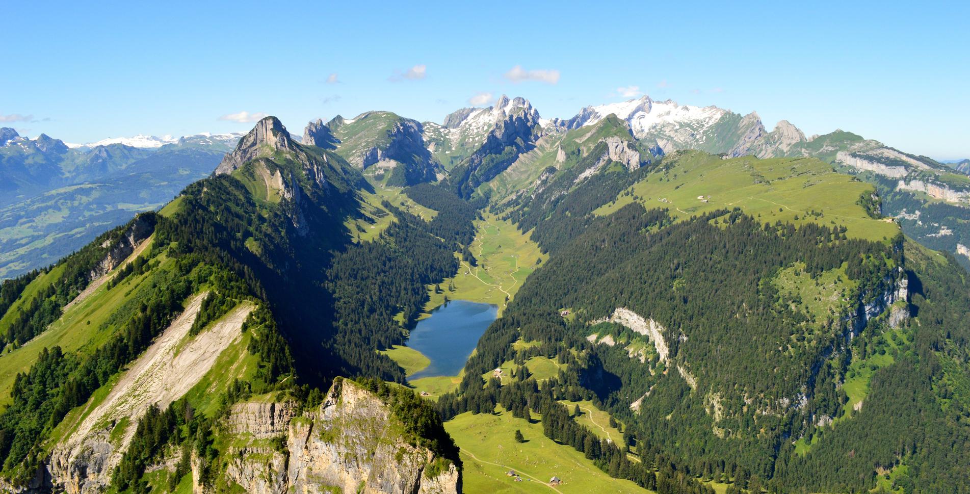 Wanderung von Brülisau auf den Appenzeller Aussichtsberg Hoher Kasten via Brand, Rossberg, Berggasthaus Ruhesitz, Kastensattel und mit Abstieg via Rohrsattel, Hasenplatte zurück nach Brülisau