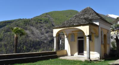 Wanderung im Verzascatal auf der Sentiero Verzasca von Mergoscia (oberhalb Verzasca Staudamm) via Corippo, Origa di Fuori, Ponte dei Salti nach Lavertezzo