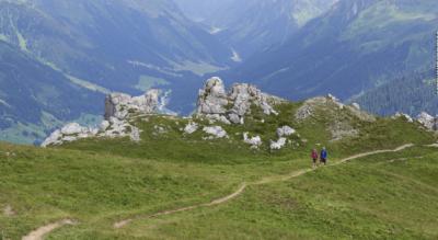 Wanderung auf dem Höhenweg / Panoramaweg Parsenn vom Gotschnagrat, oberhalb Klosters, via Parsennhütte, Totalp, Meierhofer Tälli zur Mittelstation Höhenweg, oberhalb von Davos