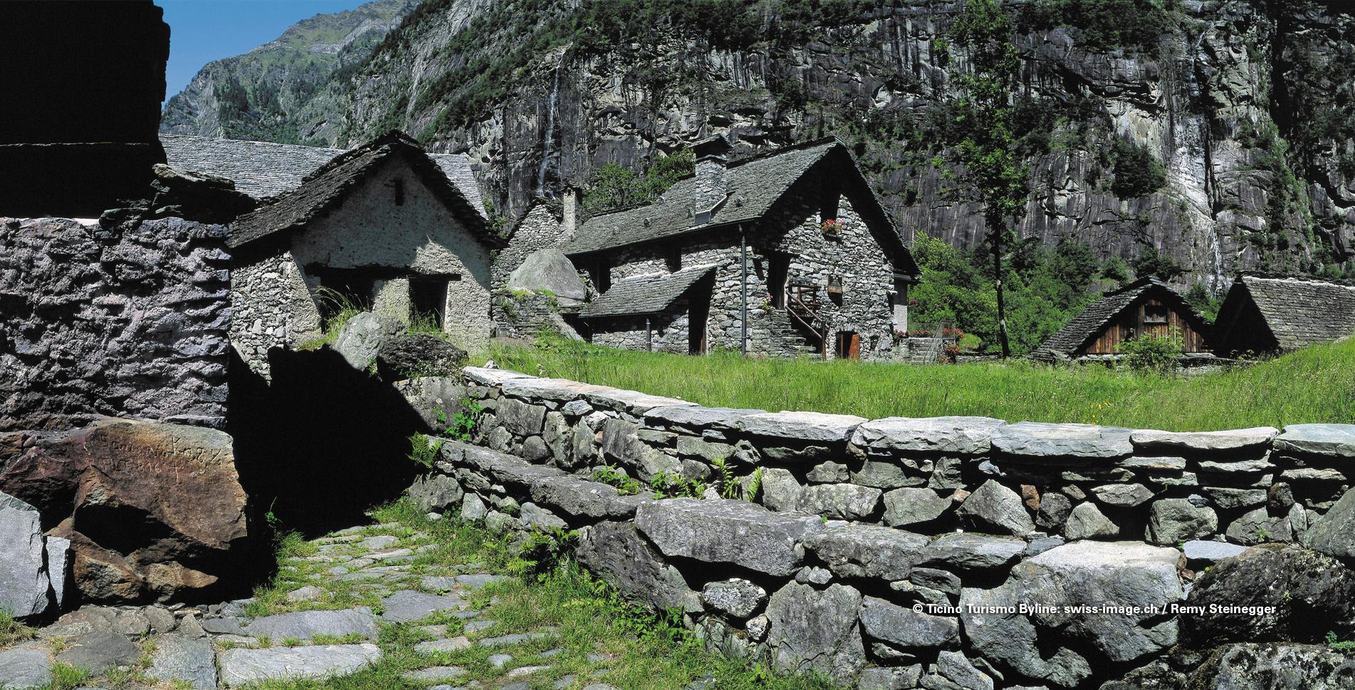 Wanderung im Tessin auf der Sentiero Cristallina im Val Bavona / Bavonatal von San Carlo via Sonlerto, Roseto, Foroglio, Sabbione, Fontana nach Bignasco